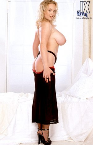 Briana erotic independent escort Petrolia